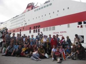 93,04,31 Time 18 Crose Ship Acona Italy 18