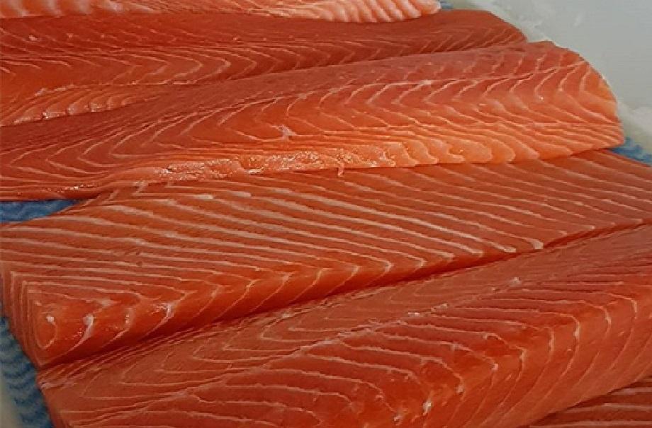 برای کم کردن کلسترول می توانید از انواع ماهی های چرب سردآبی استفاده کنید